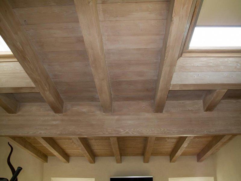 Tetto in legno sbiancato um59 regardsdefemmes for Velux tetto in legno